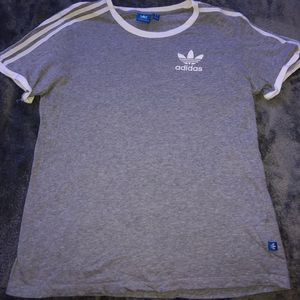 GREY THREE STRIPED T SHIRT
